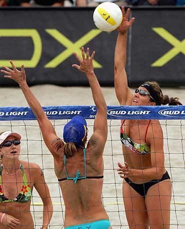 新浪体育讯 当地时间6月12日,美国圣地亚哥女子沙滩排球高清图片