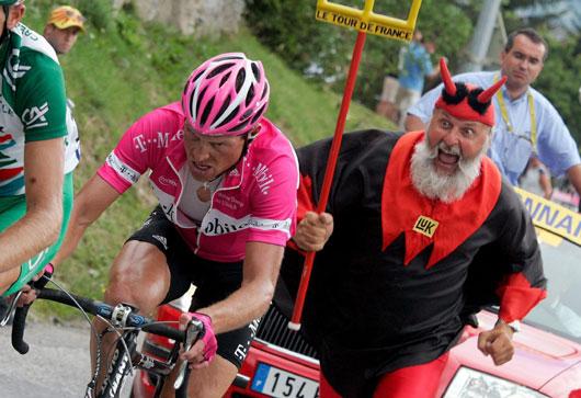 ...晚,环法自行车赛第9赛段开战,从这个赛段起,比赛进入阿尔卑斯
