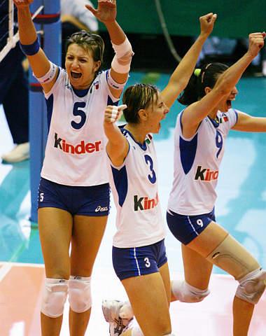 图文-女排大奖赛总决赛意大利胜古巴为三连胜欢呼