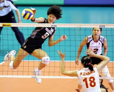图文-女排大奖赛总决赛中国胜日本日本队员扣球