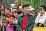 图文-环青海湖自行车赛第6赛段青海副省长关注比赛