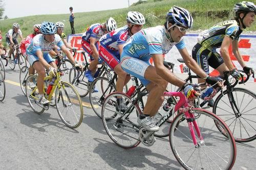 图文-环青海湖赛第7赛段车手强力向前