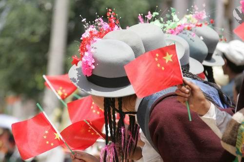 图文-环青海湖赛第7赛段等待冠军到来