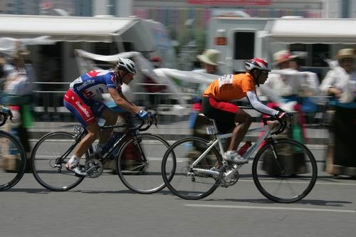 图文-2005环湖自行车赛落幕风驰电掣你追我赶
