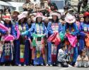 图文-2005环湖自行车赛落幕藏族姑娘的民族装扮