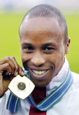 图文-世锦赛3000米障碍赛颁奖沙辛摘下亚洲首金