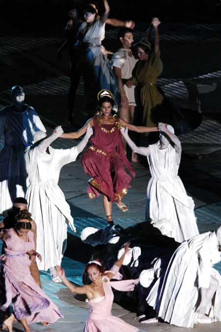 图文-世界大运会胜利开幕演员们演绎土耳其风彩