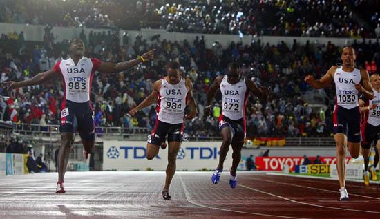 图文-田径世锦赛200米赛况加特林率先冲过终点