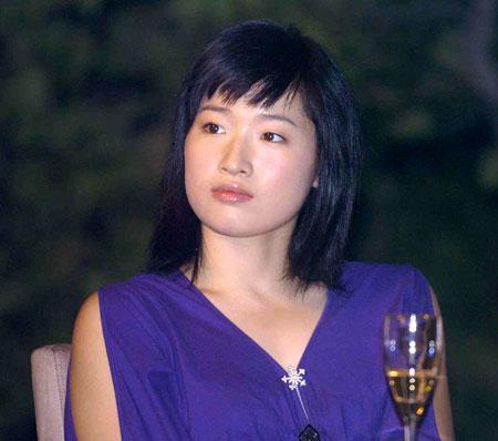 图文-中国运动员教育基金高尔夫赛罗雪娟晚装登场