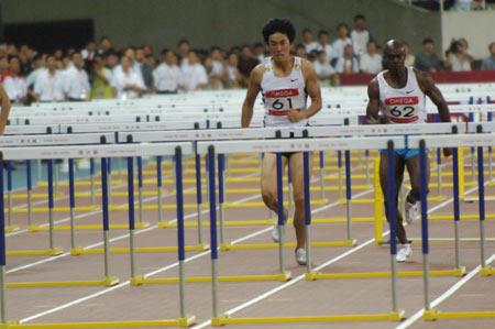 图文-大奖赛刘翔110米栏夺冠全力越过栏架