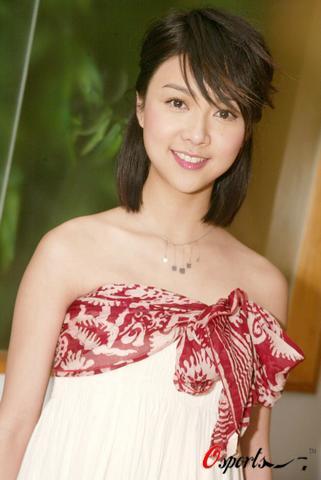 图文-香港赛马会共创成长路录影薛凯琪到场助兴