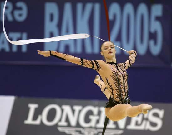 图文-艺术体操世锦赛贝索诺娃演绎空中一字步