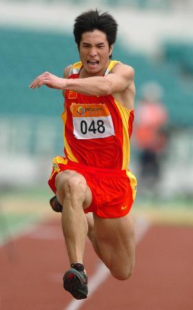 三级跳�_图文-东亚运田径比赛结束 朱书靖三级跳奋勇向前