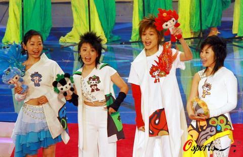 图文-超女助阵奥运吉祥物揭晓四人一同开怀歌唱