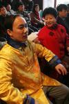 """图文-""""中国形象.龙的正名""""交流会作家唐装出席"""