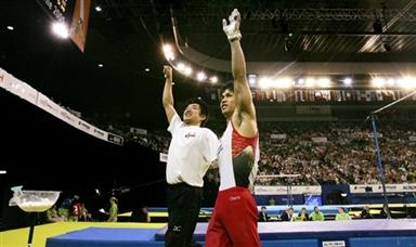 图文-富田洋之夺男子全能冠军君临天下的气势