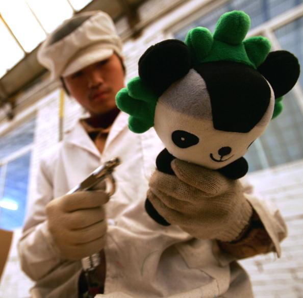 图文-探访奥运吉祥物制作车间福娃晶晶接受检验