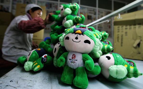 图文-探访奥运吉祥物制作车间福娃妮妮笑看奥运