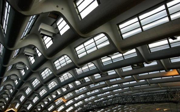 图文-都灵冬奥会冰球场馆 屋顶结构造型奇特