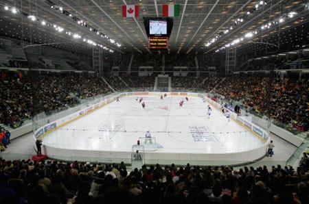 图文-都灵冬奥会冰球场馆帕拉体育奥林匹克内部