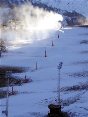 图文-都灵冬奥塞斯特雷滑雪场雪花飞扬预示激战