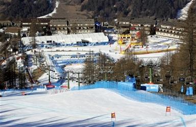 图文-冬奥塞萨纳-圣西卡里奥滑雪场宛如圣诞城市