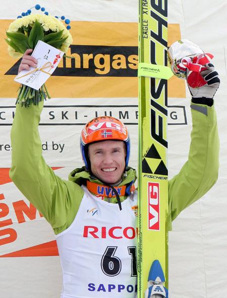 图文-世界杯跳台滑雪日本站里约克索亚庆祝夺冠