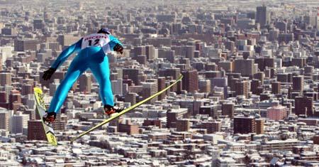 图文-跳台滑雪世界杯日本站埃里克森空中飞人