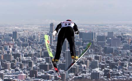 图文-跳台滑雪世界杯日本站梅斯克惊险出场