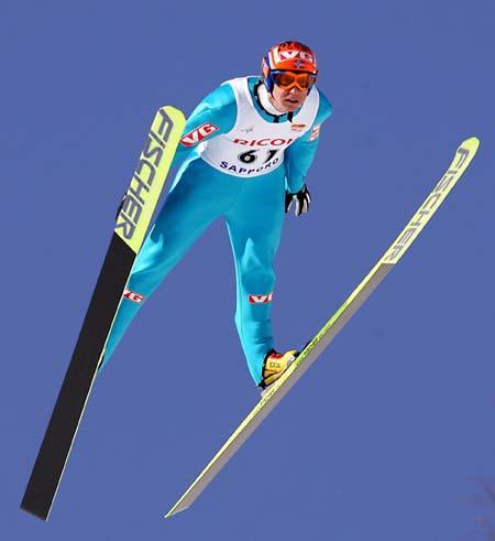 图文-跳台滑雪世界杯日本站里约克索亚精彩飞行