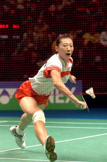 全英羽球公开赛精彩瞬间 奥运冠军大跨步救球