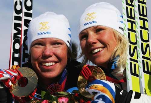 图文-冬奥颁奖图大全越野滑雪女子团体赛瑞典夺冠