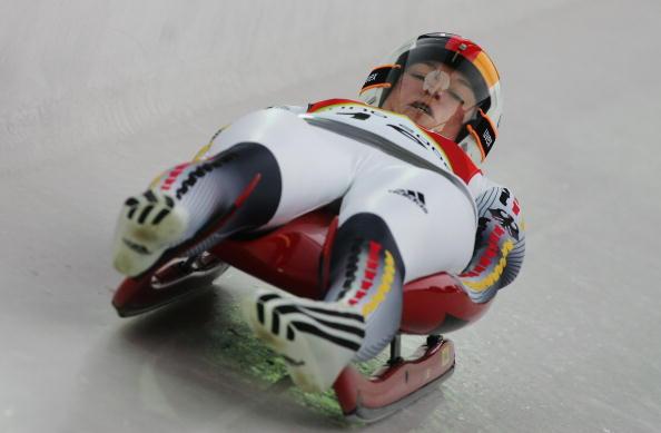 图文-女子单人无舵雪橇德国包揽前三克劳夏尔速降