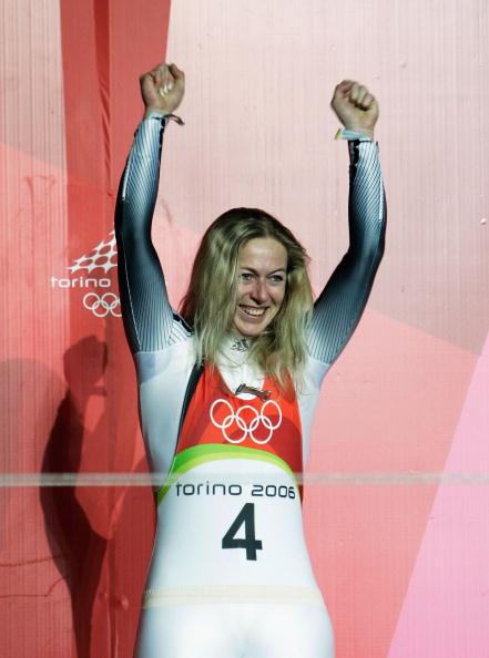 图文-女子单人无舵雪橇德国包揽前三奥托金发飘飘
