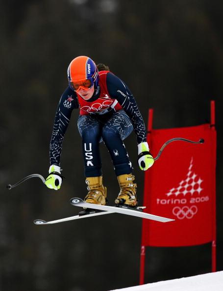 图文-冬奥高山滑雪女子速降赛奇特勒腾空而起