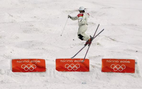 图文-自由式滑雪男子雪上技巧空中转体难度高