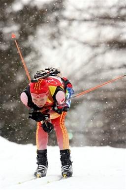 图文-冬季两项女子7.5公里竞速赛孙日波精疲力尽