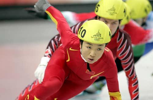 图文-女子短道速滑500米半决赛小将付天余信心十足