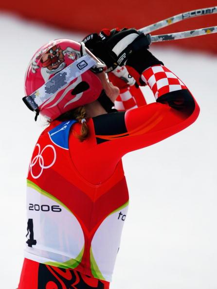 图文-高山滑雪女子两项全能赛科斯特里奇仰天长啸