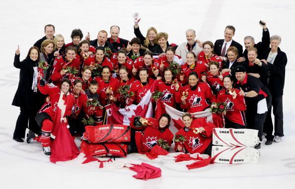 图文-冬奥颁奖图大全女子冰球决赛加拿大队夺冠