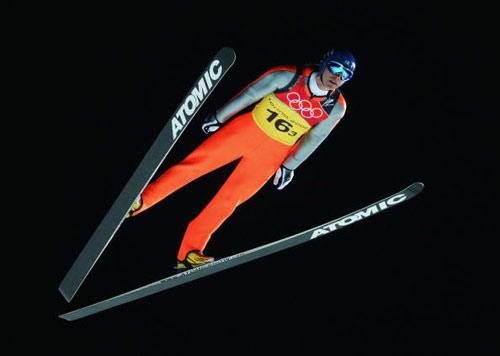 图文-跳台滑雪120米级团体赛阿霍宁扶摇直上重天