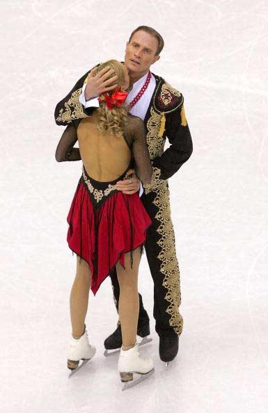 图文-冬奥冰舞自由舞魅力难敌冠军组合拥抱结束