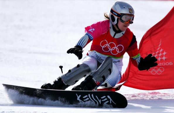 图文-单板滑雪女子平行大回转瞪大双眼去战斗