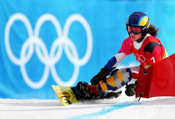 图文-单板滑雪女子平行大回转豹纹服装很惹眼