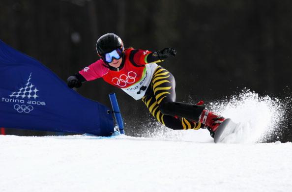 图文-单板滑雪女子平行大回转刚劲与阴柔