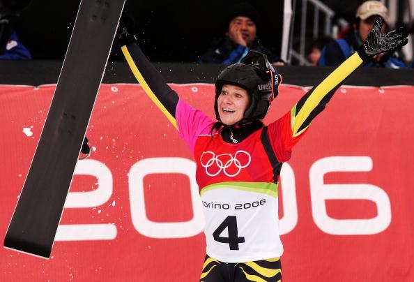 图文-单板滑雪女子平行大回转科贝尔张开双手