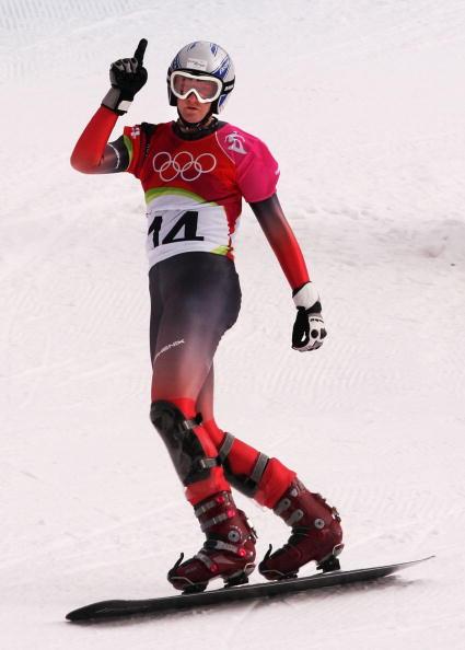 图文-单板滑雪女子平行大回转穆利勇夺冠军