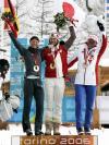 图文-冬奥会越野滑雪女子竞速赛前三名合影