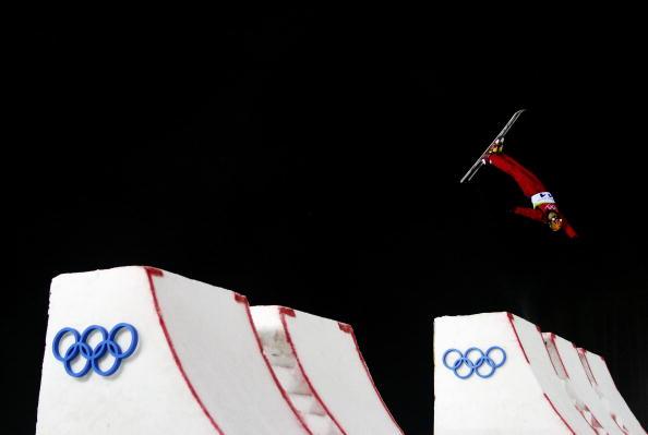 图文-自由式滑雪男子空中技巧邱森空中姿态优美