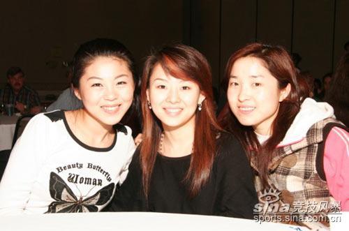 图文-潘晓婷在美参加巡回赛三位美女球手合影